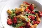 Паста с жареными овощами и аругулой