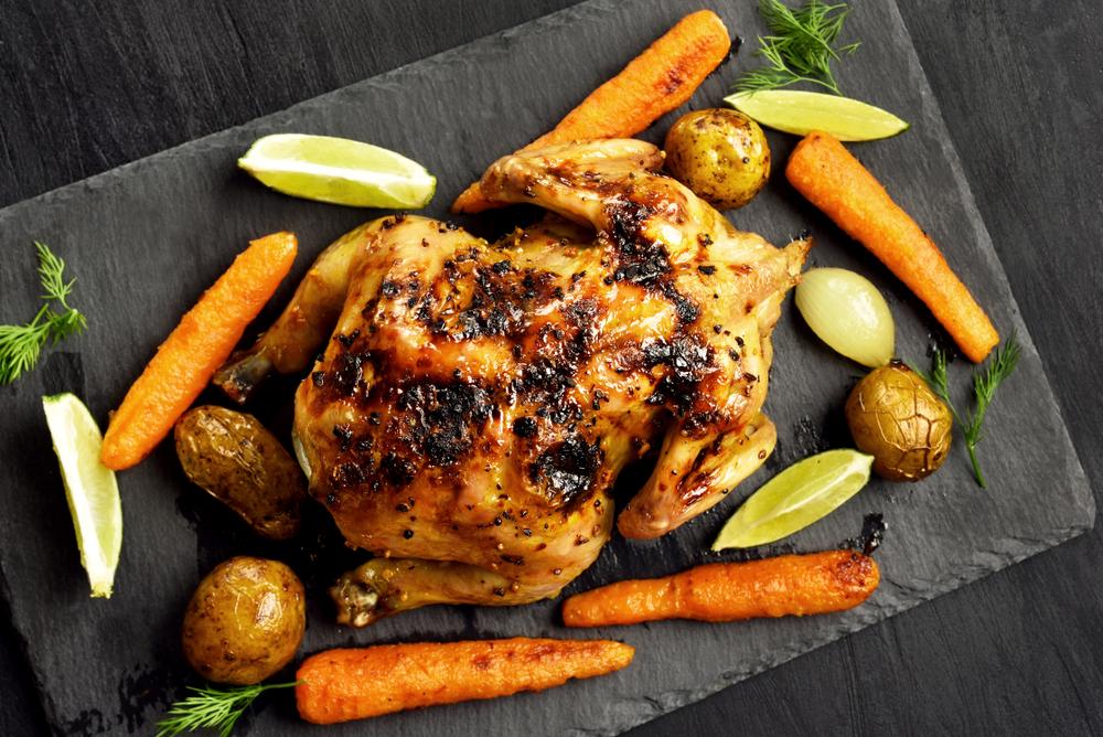Запеченная курица на соли с овощами