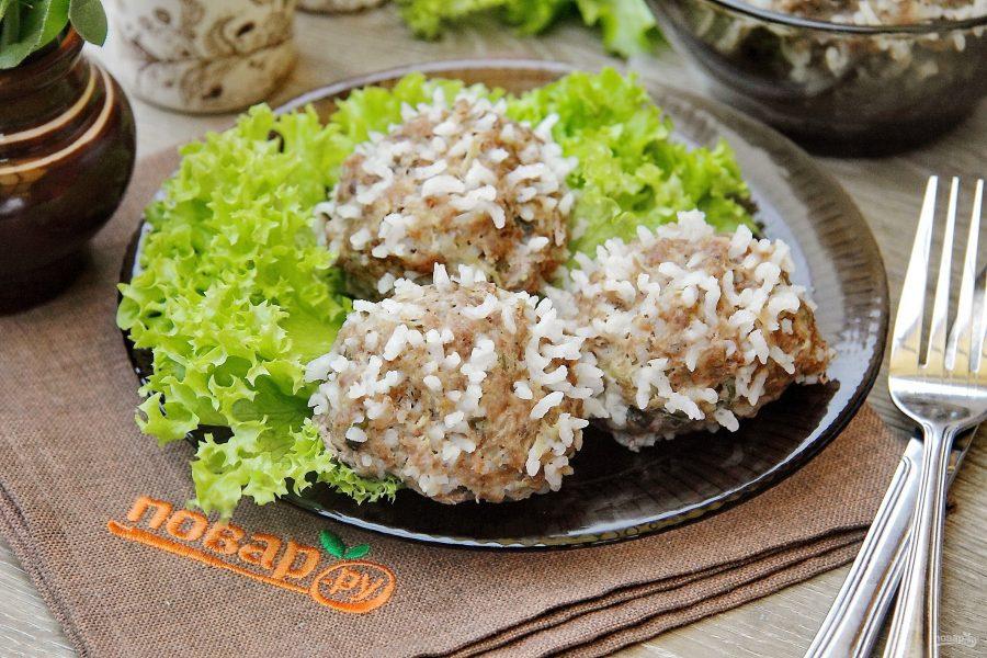 Ежики с кабачком и рисом на пару