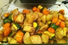 Картофель с овощами запеченный