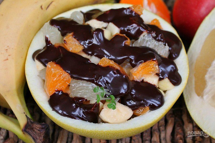 Фруктовый салат с шоколадом