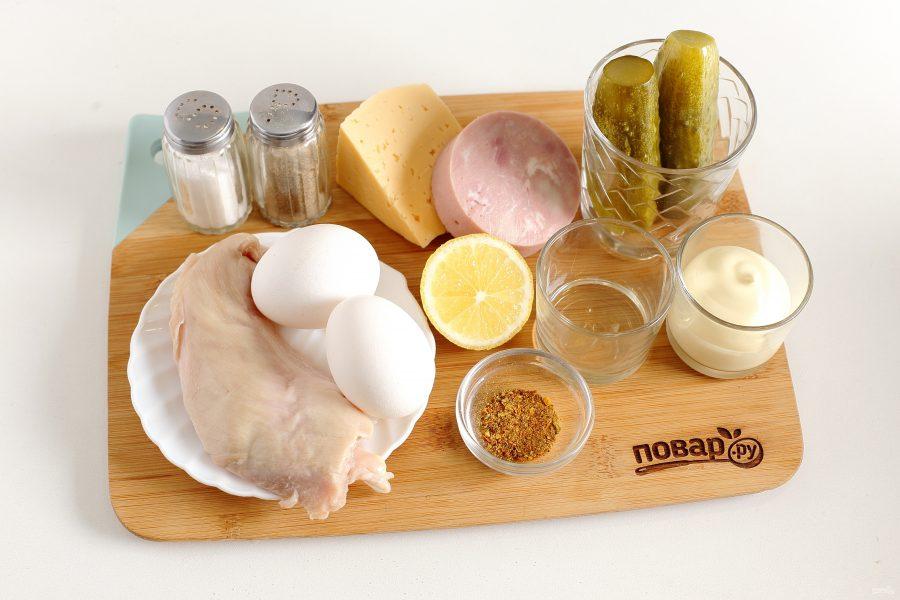 Слоеный салат с курицей и ветчиной