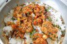 Рыба с пряным рисом и орехами