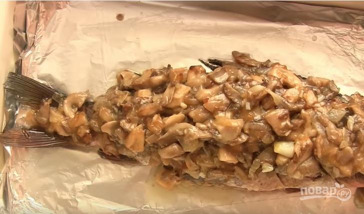 Карп с грибами в духовке