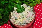 Овощной салат с пекинской капустой и колбасой