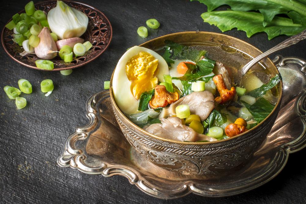 Вегетарианский суп с листьями одуванчика