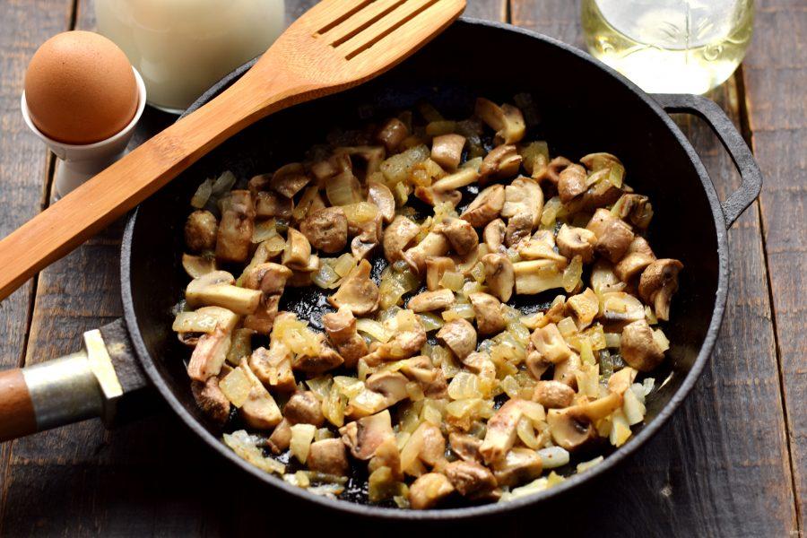 Хек с грибами в духовке