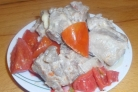Cвинина, тушеная с помидорами