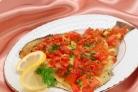 Камбала, запеченная с помидорами