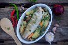 Судак, запеченный с овощами и картофелем