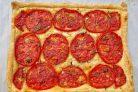 Слоеный тарт с помидорами