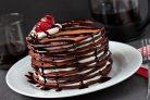 Торт из шоколадных блинчиков