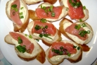 Маленькие бутерброды с красной рыбой