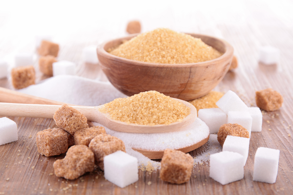 Белый и коричневый (тростниковый) сахар