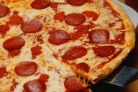 Обычная пицца с колбасой