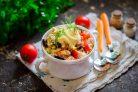 Салат из консервированного тунца с майонезом