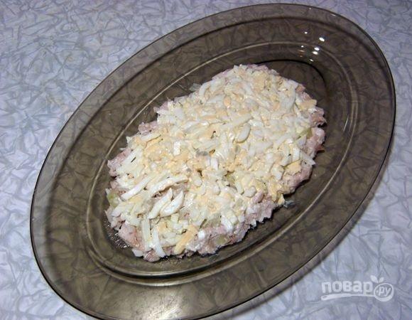 Салат из курицы, ананасов и яиц