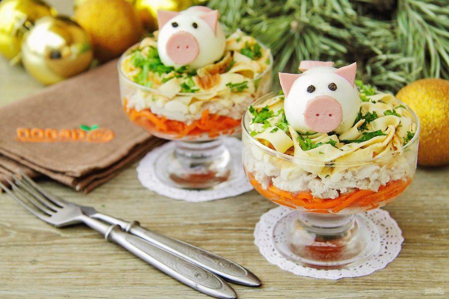 Он поделится с телезрителями рецептами простых в приготовлении и очень вкусных блюд — это будут грибной суп и чебуреки.