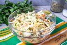 Салат из капусты с сыром и морковью