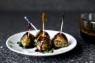 Фрикадельки с луком и имбирным соусом