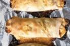 Стромболи с брокколи, салями и сыром