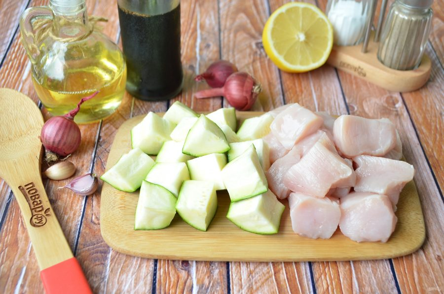 Курица и цукини для шашлыка
