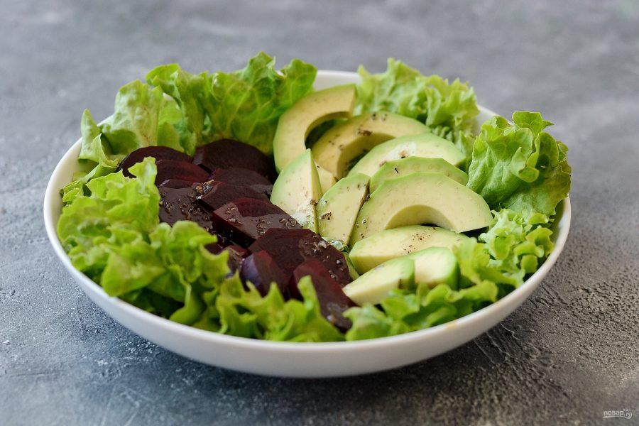 Салат со свеклой, авокадо и гранатом