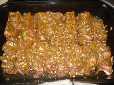 Запеченные свиные ребрышки в духовке
