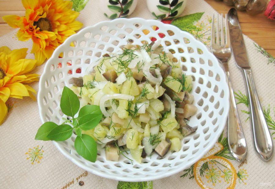 Салат с солеными баклажанами и картофелем