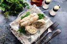 Куриные рулетики с творогом и зеленью в духовке