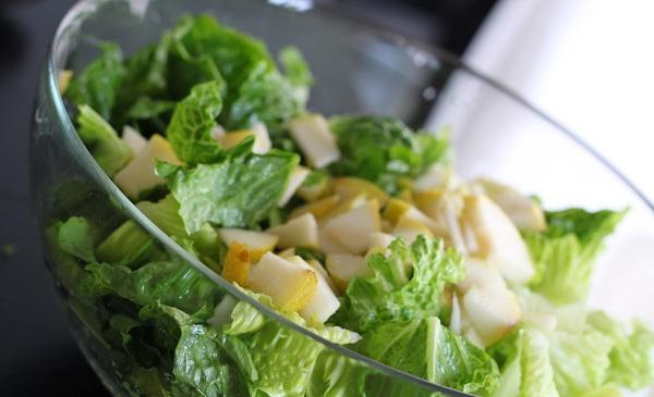 Л., листья салата, чеснок — 2 зубчика, соль — по вкусу, сахар — 1/4 ч.