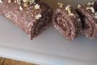 Шоколадный рулет с грецкими орехами