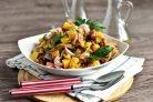 Немецкий салат с колбасой и солеными огурцами