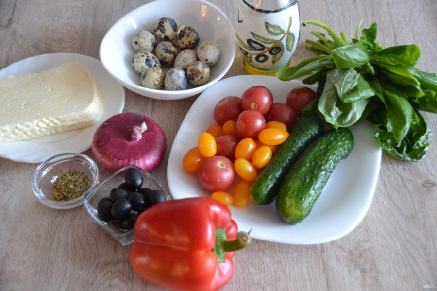 Греческий салат с перепелиными яйцами