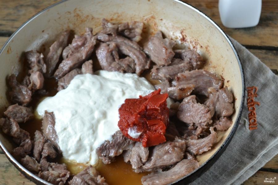 Говядина под сметанным соусом