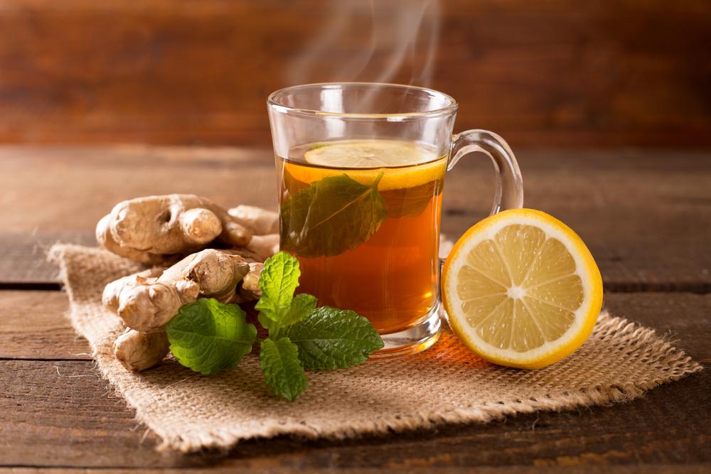 Зеленый чай с имбирем, лимоном и мятой