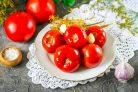 Квашеные помидоры с чесноком и зеленью