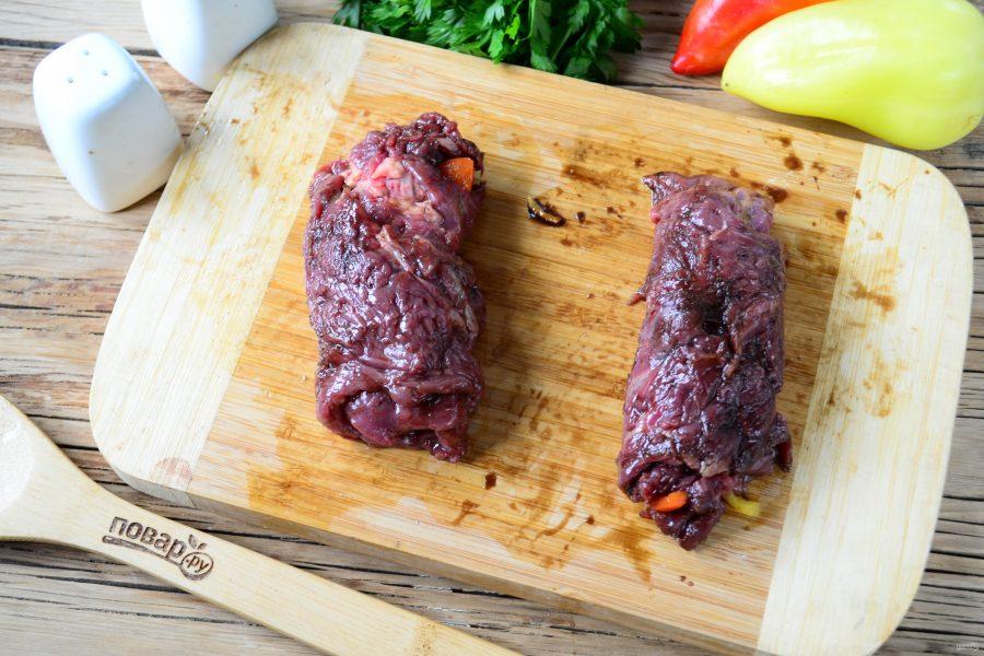 Мясные роллы, фаршированные овощами