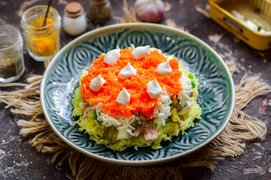 Как сделать праздничный салат с печенью трески