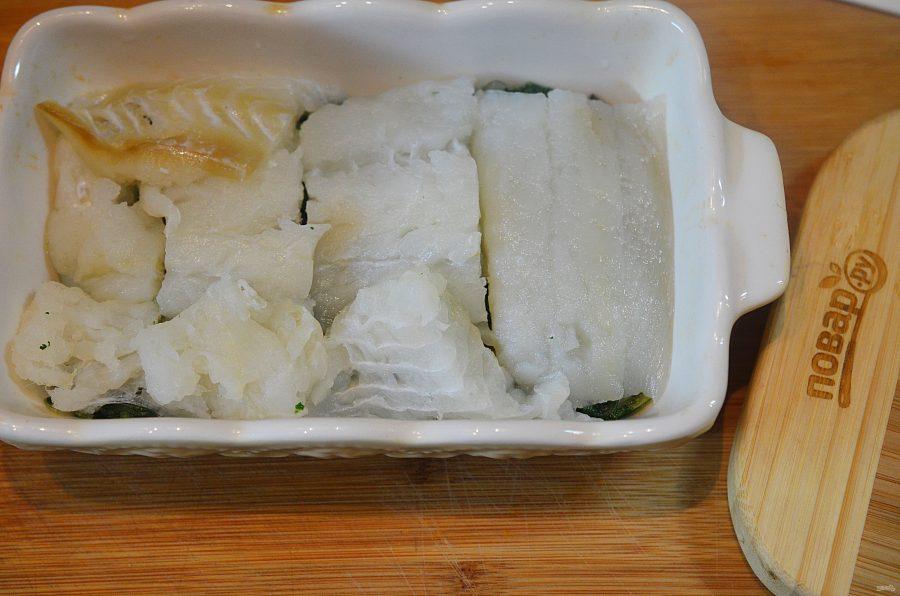 Рыба в духовке со шпинатом и помидорами