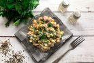 Салат с ветчиной, шампиньонами и кукурузой