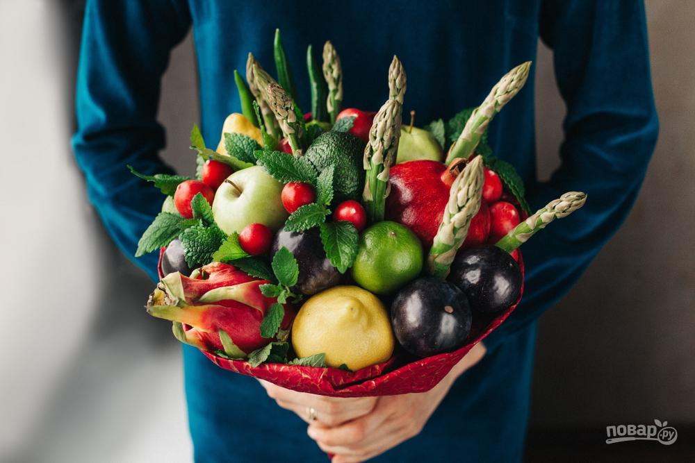 Съедобный букет из овощей и фруктов