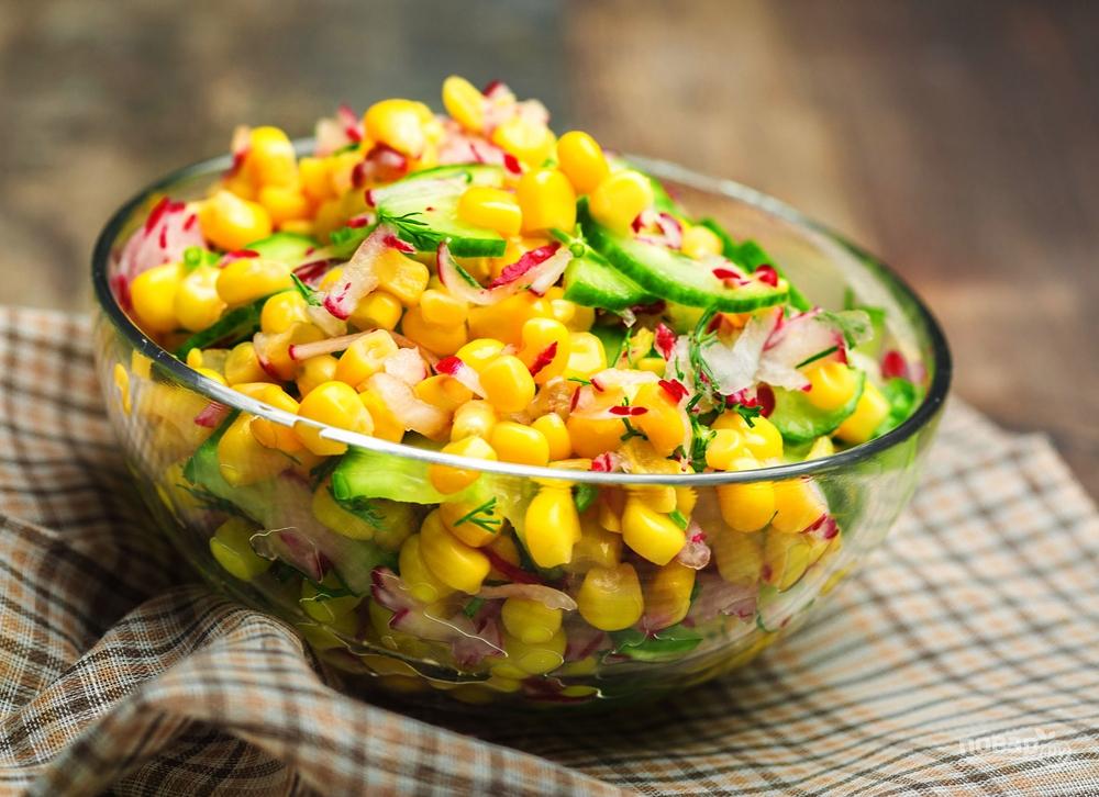 Салат с редисом и кукурузой