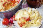 Запеченный картофель с мясом под яичной заливкой