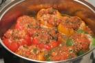Перец, фаршированный мясом и овощами