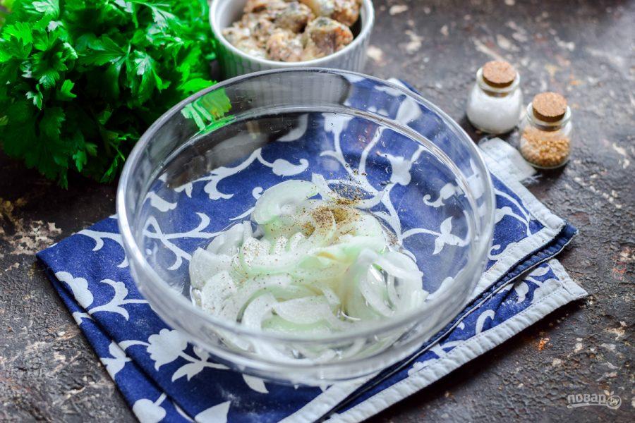 """Салат """"Одуванчик"""" с рыбными консервами"""