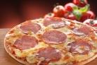 Самая простая пицца с колбасой