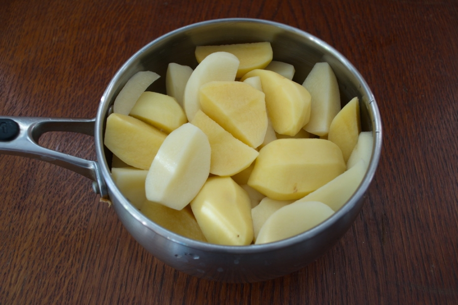 Гуляш из индейки с картошкой