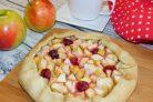 Галета с яблоками и вишней