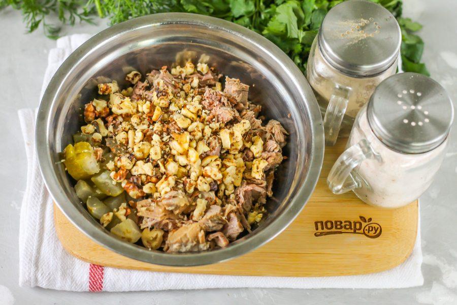 Салат с мясом и грецкими орехами
